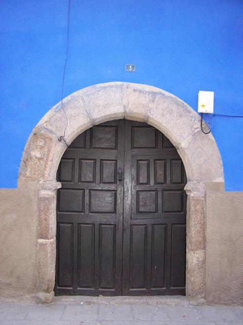 casa de muñecas puerta