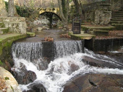 Las piscinas naturales de la sierra de gata de viaje por for Piscinas naturales la adrada