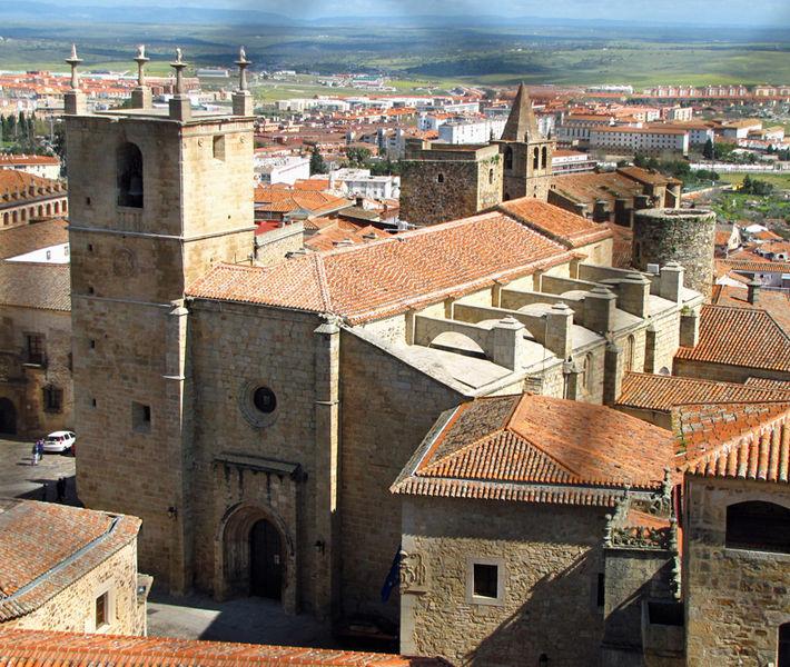 710px-Iglesia_de_Santa_María_de_Cáceres